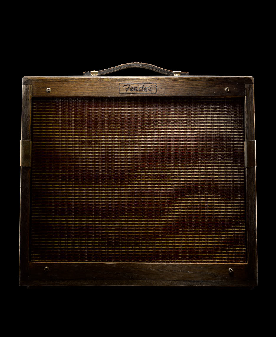 Guitar_Aficionado_April_29_2015_fender_amp_ret